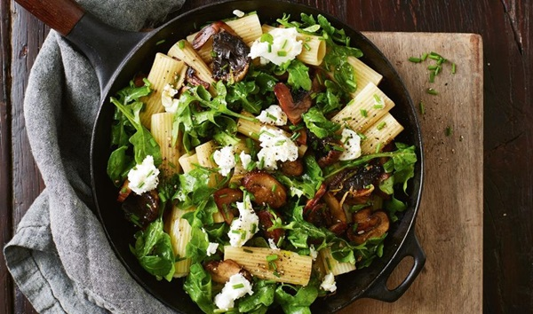 recipe image Mushroom, rocket and goat's cheese pasta salad