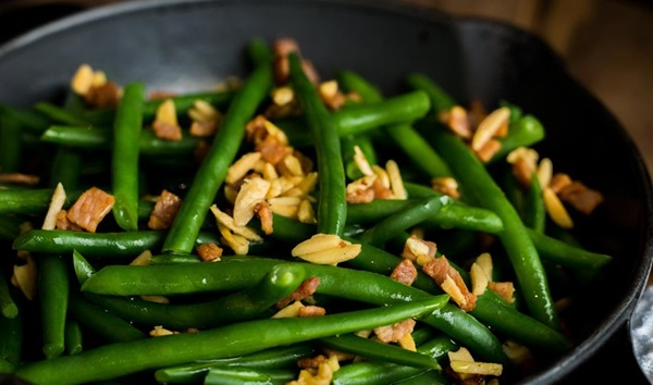 recipe image Buttered green beans with bacon and almonds